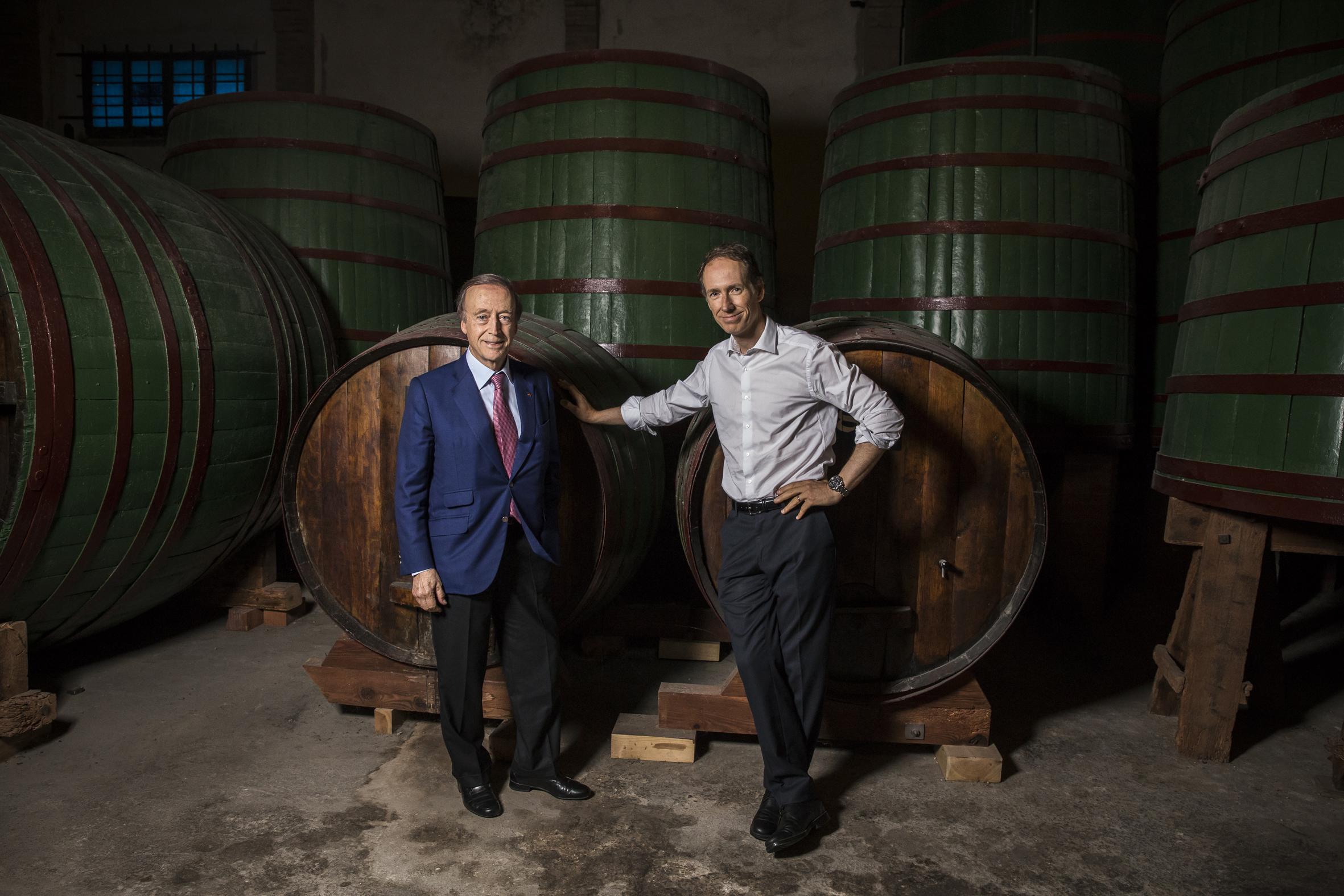 Miguel A. Torres amb el seu fill, Miquel Torres Maczassek, director general de l'empresa familiar   Família Torres